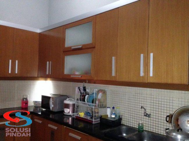 Kitchen set merupakan tempat dimana perlatan dapur di simpan dan tersusun rapih agar terlihat lebih indah dan elegan
