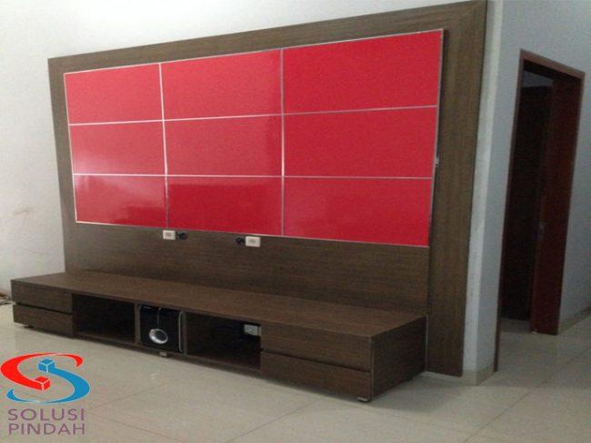 Meja Panel TV merupakan furniture yg indah yang anda letakan diruang tamu sehingga rumah anda terlihat elegan